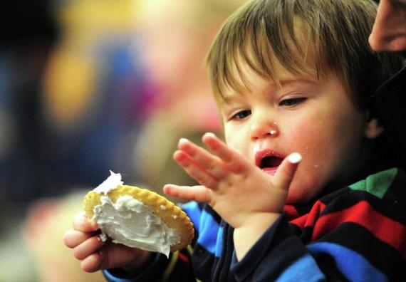 ضرر های خوردن شیرینی برای کودکان