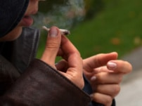 مصرف مواد مخدر در نوجوانان و جوانان